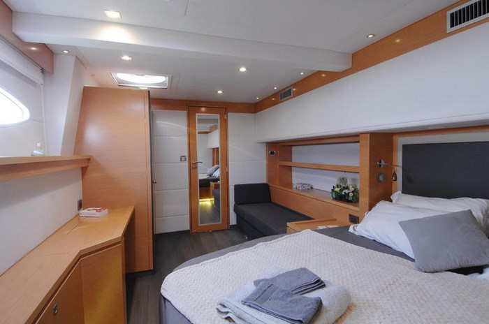 Fountaine-Pajot-VICTORIA-67-YKR_3511