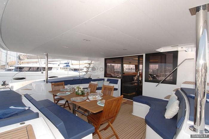 argos-yachtcharter-victoria-67-5-plus-2-kabinen-12-kojen-6-wc-cockpit-4