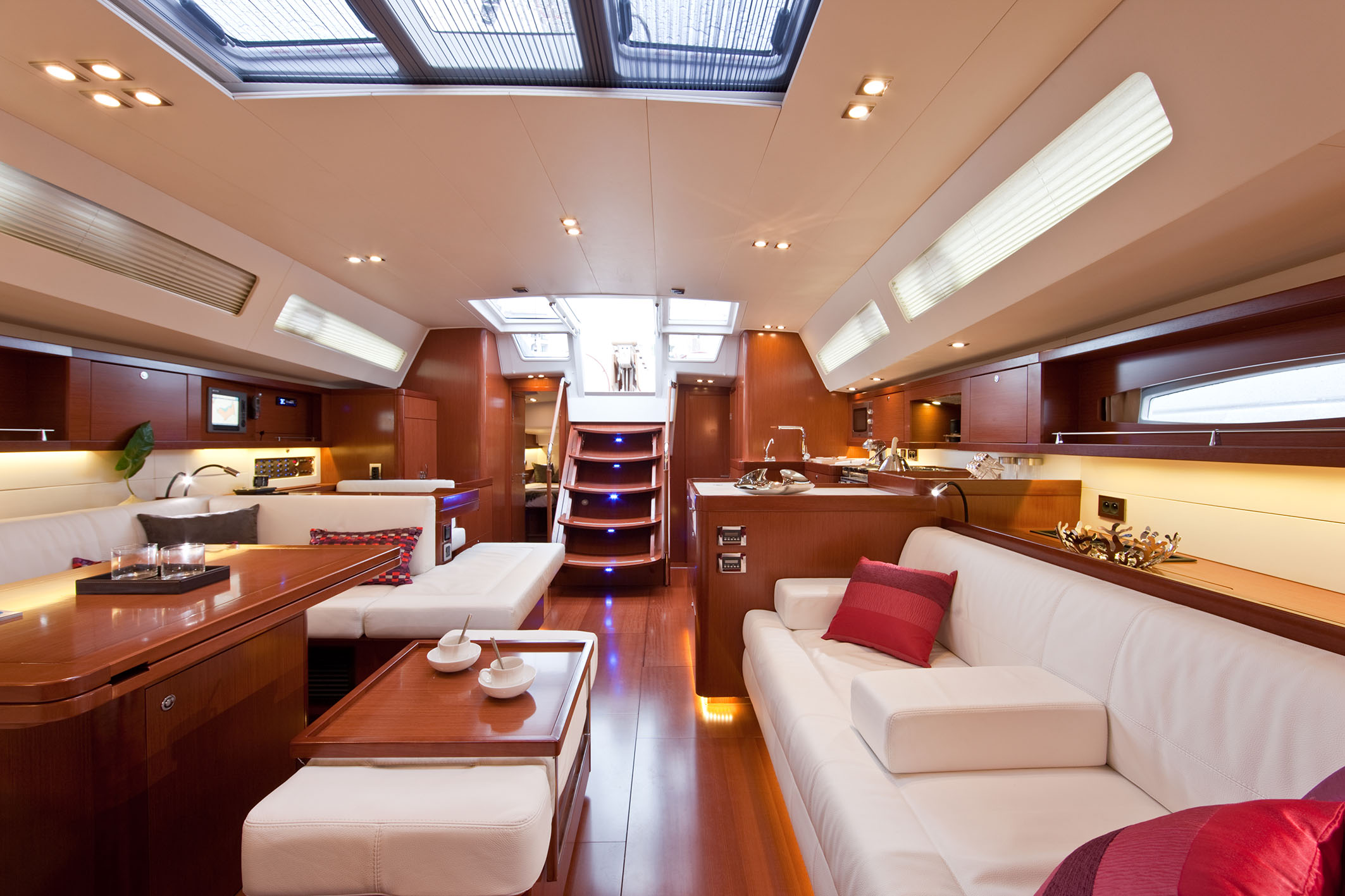 Yachts review beneteau oceanis 58 for Interior pictures