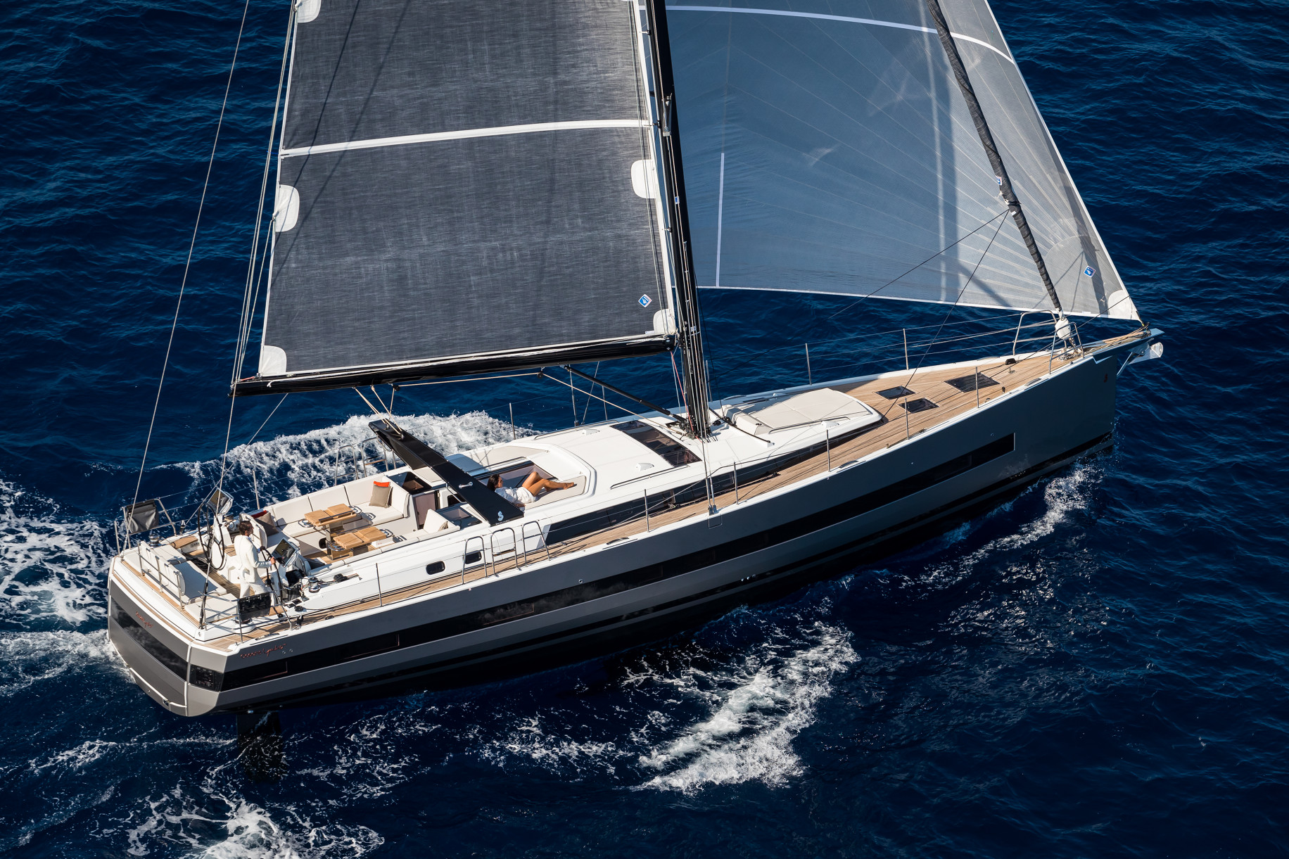 YACHTS REVIEW: Beneteau Yacht 62